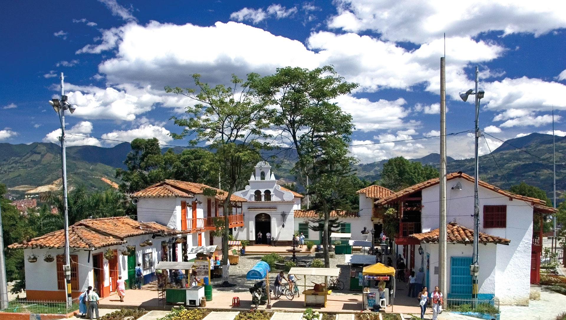Qué hacer en Medellin? Visitar el pueblito paisa