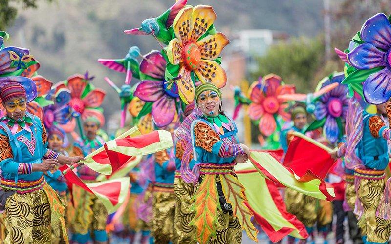 Desfile Colectivo dia 3- carnaval de blancos y negros