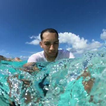 Pégate una zambullida en la diversión en el mar de los siete colores. Comunícate con nosotros